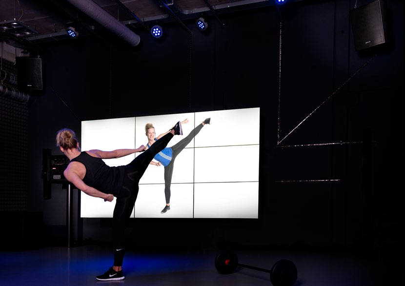 Virtual Fitness Video Wall Experience Full HD video wall bestaande uit 9 x 46 NEC Professional LED monitor (24/7) Inclusief processor, vloerstandaard en wandbeugel
