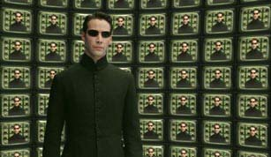 Acteur Keanu Reeves in een scene in de film The Reloaded Matrix. Foto: AP Platte Superman in priesterlijk gewaad Vorige week ging het lang verwachte vervolg op The Matrix in première.