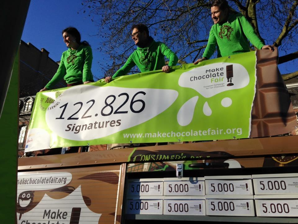 MAKE CHOCOLATE FAIR! WE VERZAMELDEN 122 826 HANDTEKENINGEN!