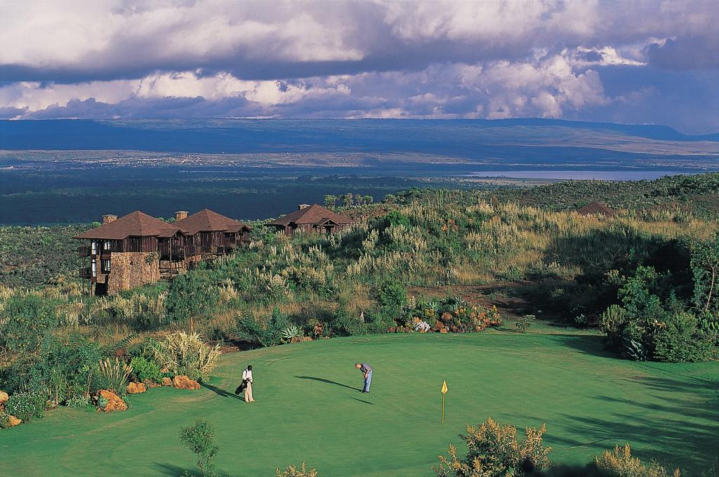 4 Great Rift Valley Lodge & Golf Resort In de vroege ochtend spelen we 18 holes, want aan het eind van de middag gaan we op safari in Nakuru.