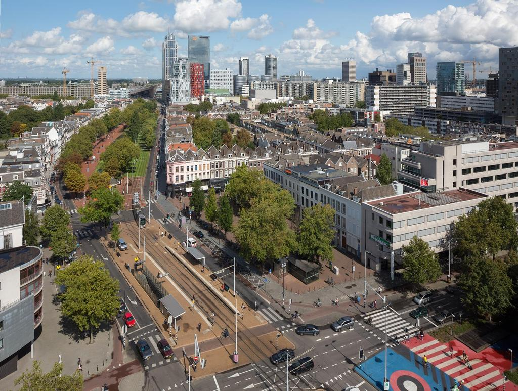 Smart accessibility for a healthy, strong economics and attractive city! Rotterdamse Mobiliteitsagenda IN ROTTERDAM HEB JE DE LUXE OM TE KIEZEN HOE JE REIST.