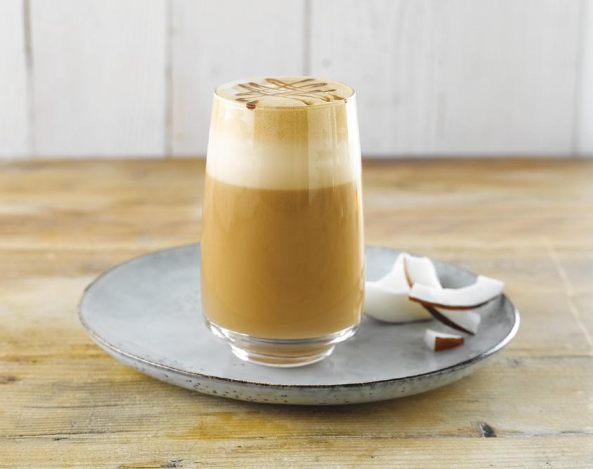 LIGHT KOKOS CARAMEL LATTE 200 ml Alpro Coconut 'For Professionals' 40 ml suikervrije karamelsiroop (bv. DaVinci) 2 shots espresso 1.