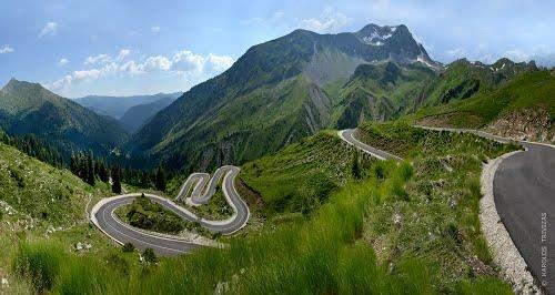 The Baros Pass road is
